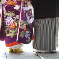 Fewer young Japanese inclined to wed, males cite low incomes: poll
