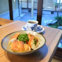 Ichikawaya Coffee: A young cafe inside a 200-year-old wooden townhouse