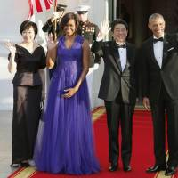 Akie Abe, the country's first lady, joins (from right) U.S. President Barack Obama, Prime Minister Shinzo Abe and U.S. first lady Michelle Obama at the White House in April 2015. | KYODO