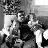 Muhammad Ali relaxes with his daughters Laila (left) and Hana at a hotel in London in this Dec. 19, 1978 file photo. | REUTERS