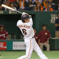 Sakamoto lifts Giants to victory over Eagles