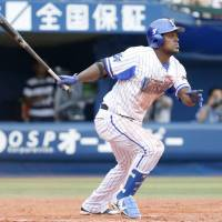 Clutch bats carry BayStars past Giants