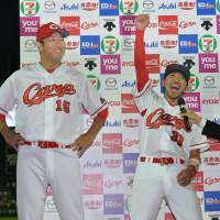 Kuroda helps power surging Carp to 11th straight victory