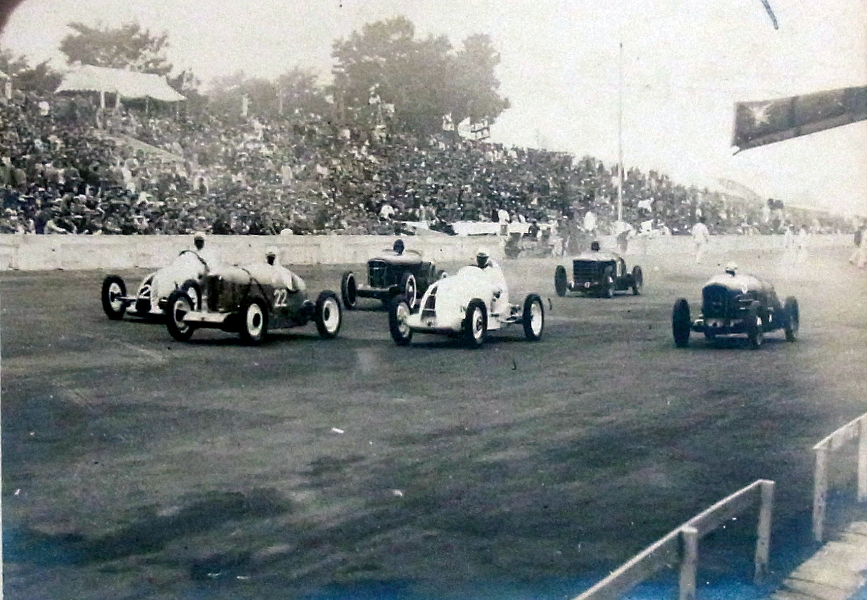 Racers compete at Tamagawa Speedway in 1937. The speedway was Japan's first permanent motor racing circuit. | TAMAGAWA SPEEDWAY SOCIETY