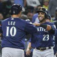 Mariners stage wild comeback against Padres