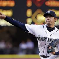 Iwakuma, Cruz sink Pirates