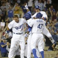 Dodgers capitalize on costly error