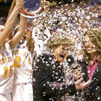 Players, coaches pay tribute to Summitt