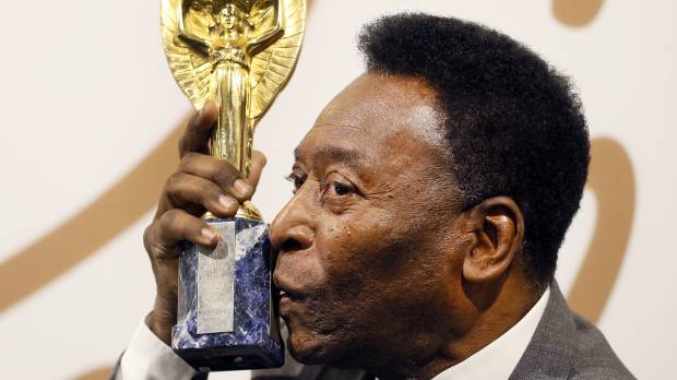 Pele cashes in on memorabilia