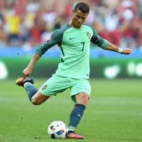 Ronaldo snaps out of slump to help Portugal advance