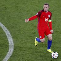 Relaxed Rooney no longer carrying burden for England