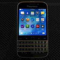 BlackBerry drops Classic, casting doubt on smartphone future