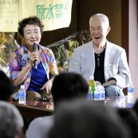Life-changing lyricist: Musician Rokusuke Ei (right) poses with singer Tokiko Kato at an appreciation event for antinuclear activists in Kaminoseki, Yamaguchi Prefecture, in 2011. The 83-year-old lyricist passed away on Thursday. | KYODO