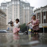 China floods kill at least 78 people, with another 91 missing and 400,000 evacuated