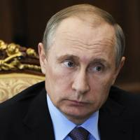 Kremlin denies interfering in U.S. election campaign