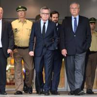 German Interior Minister Thomas de Maiziere (second from right) and Bavaria's Interior Minister Joachim Herrmann (right) walk in front of the Olympia Einkaufszentrum shopping mall in Munich on Saturday, a day after a teenager went on a shooting spree, killing nine people and wounding 16 before turning the gun on himself. The gunman, a German-Iranian named David Ali Sonboly, suffered depression and was obsessed with shooting sprees like the 2011 massacre by Norwegian right-wing fanatic Anders Behring Breivik. | AFP-JIJI