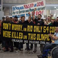 Protesting Rio cops greet airport arrivals with 'Welcome to Hell' banners