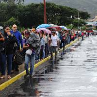 Venezuelans crossing into Colombia by the thousands to scrounge for food