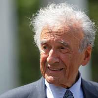 Mourners worldwide say farewell to famed Holocaust survivor Elie Wiesel