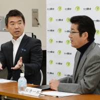 Abe huddles with Hashimoto, Matsui on constitutional revision strategy