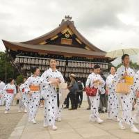Around 80 geisha wearing yukata (summer kimono), visit Yasaka Shrine in Kyoto on Thursday as part of an annual ritual to pray for improvement in their performance and good health in the summertime. | KYODO
