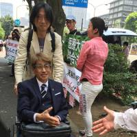 Advanced liver cancer patient Masamitsu Yamamoto is greeted by supporters on July 12 as he shows up at his trial over possession of marijuana at the Tokyo District Court. | TOMOKO OTAKE