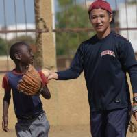 JICA volunteer teaching Senegal's kids how to play sandlot baseball