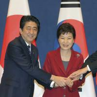 South Korean President Park Geun-hye stands with Prime Minister Shinzo Abe and Chinese Premier Li Keqiang ahead of their trilateral summit in Seoul last November. | AP