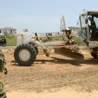 Ground Self-Defense Force troops help to build a road in Juba in July 2015. | KYODO