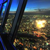 Tokyo Skytree visitors enjoy bird's-eye view of Sumida River Fireworks
