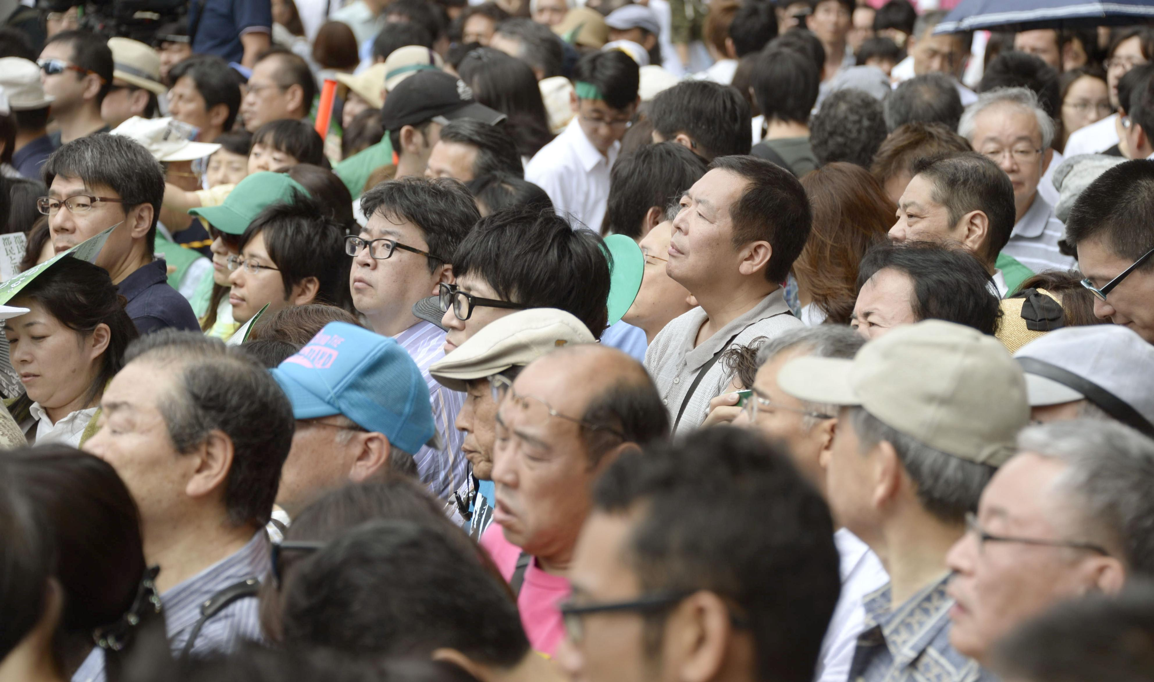 Voters listen to a candidate make a stump speech in Tokyo on July 24. | KYODO