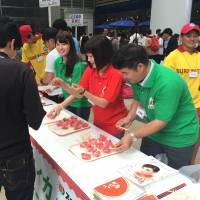 Watermelon producers' nationwide tastings pitch fruit as heat remedy