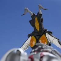 Action figures depict Ultraman as he faces off against Zetton in the first series | COURTESY OF BANDAI / HTTP://TAMASHII.JP