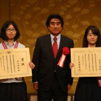 International Foundation for Arts and Culture Chairman Haruhisa Handa, center, poses with two Prime Minister Awards winners at the 17th International High School Arts Festival in Tokyo on July 3. | IFAC