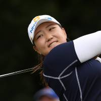 Lee slips to 71 after brilliant first round