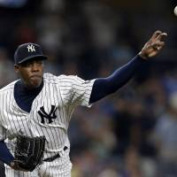 Cubs acquire closer Chapman in trade with Yankees