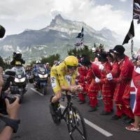 Froome widens lead with 18th stage win