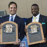 Griffey Jr., Piazza inducted into Baseball Hall of Fame