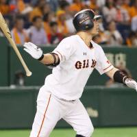 Veteran mainstays guide Giants past Swallows