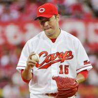 Carp's Kuroda falls short again in quest for 200th victory