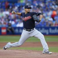 Indians win 13th straight to tie team mark