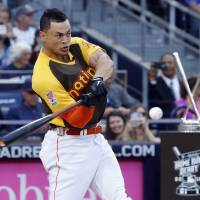 Stanton puts on show to win Home Run Derby