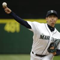 Iwakuma, Cano lift Mariners over Astros