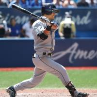 Mariners beat Jays in sweltering heat