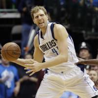 Nowitzki stays put; Spurs get Gasol