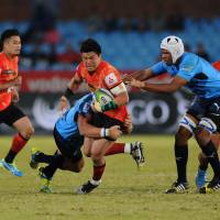 Bulls crush Sunwolves, stay in playoff chase