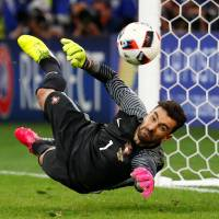 Portugal ousts Poland on penalty kicks to make semis
