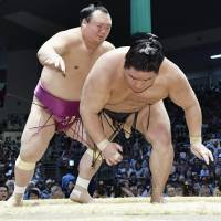 Kisenosato triumphs on opening day at Nagoya Grand Sumo Tournament