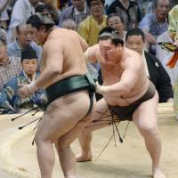 Stars shine on second day of Nagoya Basho