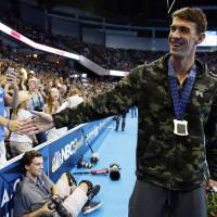 Phelps goes out on top in final race in U.S. pool